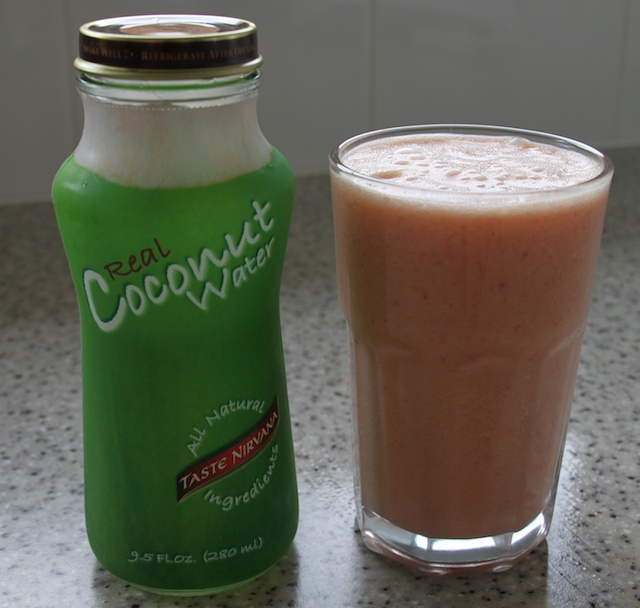 STRAWBERRY & PINEAPPLE COCONUT WATER SMOOTHIE – The Noble ...